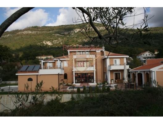 Kavac'da Tripleks Villa, Karadağ da satılık havuzlu villa, Karadağ da satılık deniz manzaralı villa, Bigova satılık müstakil ev