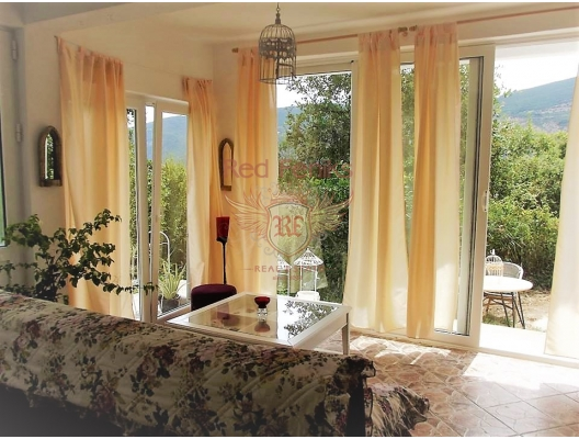 Big furnished house with a garden in Igalo, house near the sea Montenegro