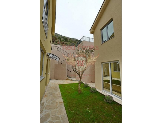 Kavac'ta modern ev (Tivat), Karadağ da satılık havuzlu villa, Karadağ da satılık deniz manzaralı villa, Bigova satılık müstakil ev