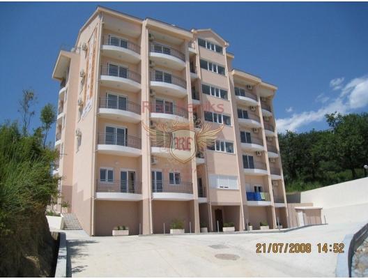 Satılık Bečići iki daire vardır, Budva Riviera, Karadağ.