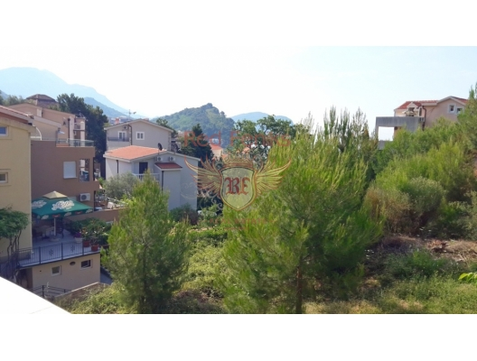 Cozy stylish apartment is located in Petrovac 100 meters from the sea.