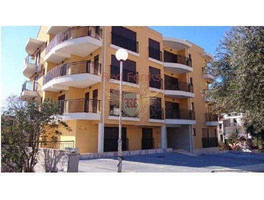 Petrovac'ta yeni bir evde 51m2, 52m2 ve 116m2 alana sahip üç daire var.