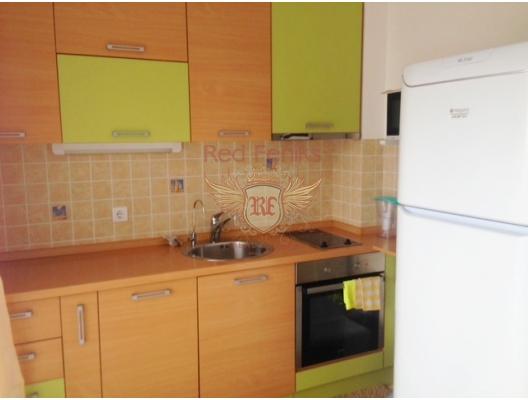 Becici'de yeni bir evde parlak, konforlu daire.