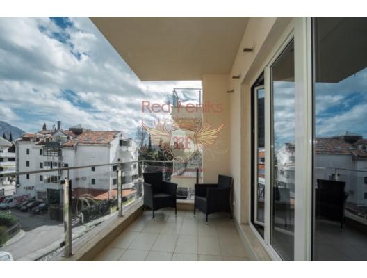 Dördüncü katta 92m2 satılık geniş bir daire bulunmaktadır.