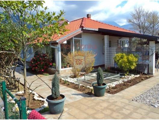 Evin alanı 104 m2 + çatı katı verandası 15 m2, garajı 18 m2.
