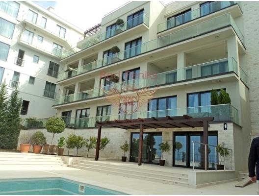 Rezhevichi'nin küçük bir köyündeki ilk satırda yer alan komplekste geniş iki odalı bir daire.