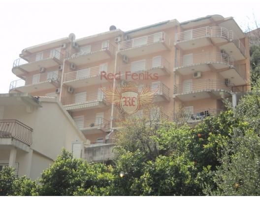Bu daire, Budva Riviera'sının ve Budva'nın eski şehrinin panoramik manzarasına sahiptir.