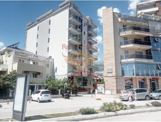 For sale two commercial premises next to City Club: 1.
