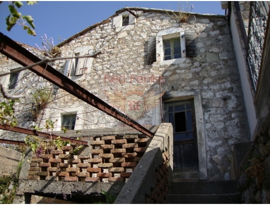 Satılık ev küçük Rezevici köyünde.
