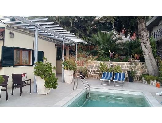Kotor Körfezi üzerinde panoramik manzaraya sahip, Sahil Kenarinda Villa, Kotor-Bay satılık müstakil ev, Kotor-Bay satılık villa