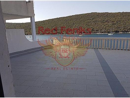 SATILDI! SATILDI! SATILDI! Daire 57,6 m2 + teras 46,1 m2, ikinci kat, deniz manzaralı olup, 1 yatak odası ve mutfak alanı bulunan oturma odası bulunmaktadır.