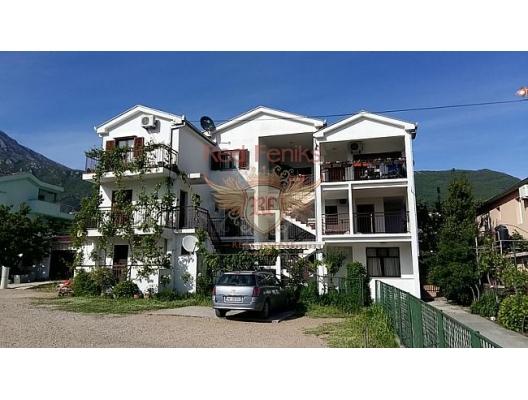 Zelenika köyündeki rahat daire, plaja ve tüm altyapıya sadece on dakika yürüme mesafesindedir.