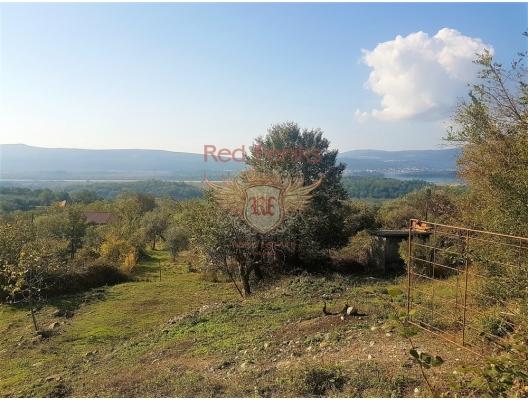 Deniz manzaralı arsa Tivat Rivierası Kavac'da bulunmaktadır.