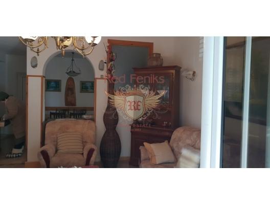 Krasici'de 3 Katlı Lüks Villa, Karadağ da satılık havuzlu villa, Karadağ da satılık deniz manzaralı villa, Krasici satılık müstakil ev