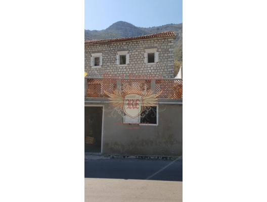 The old three-Storey House on the First Line, Montenegro real estate, property in Montenegro, Kotor-Bay house sale