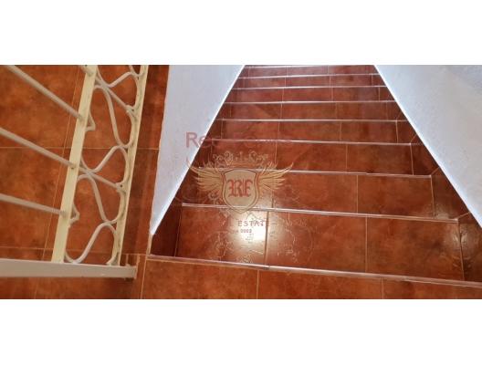 Kıyı Şeridinde Tripleks, Kotor-Bay satılık müstakil ev, Kotor-Bay satılık müstakil ev