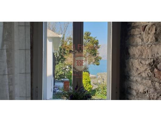 Kıyı Şeridinde Tripleks, Karadağ da satılık havuzlu villa, Karadağ da satılık deniz manzaralı villa, Dobrota satılık müstakil ev