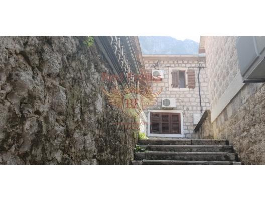 Kotor Körfezi'nde Kıyı Şeridinde Müstakil Ev, Karadağ Villa Fiyatları Karadağ da satılık ev, Montenegro da satılık ev, Karadağ satılık villa