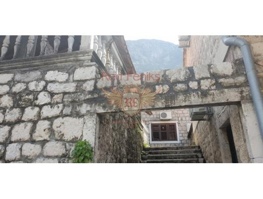 Kotor Körfezi'nde Kıyı Şeridinde Müstakil Ev, Karadağ da satılık havuzlu villa, Karadağ da satılık deniz manzaralı villa, Dobrota satılık müstakil ev