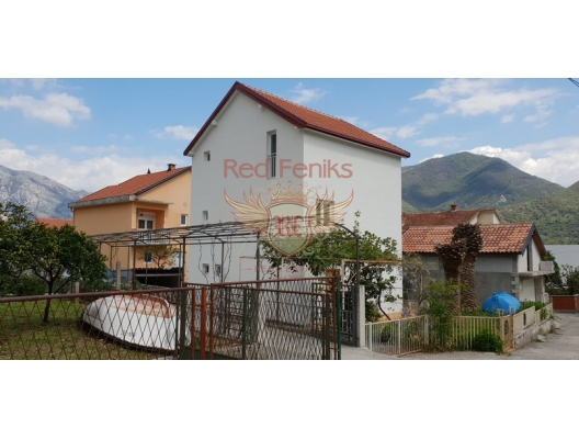 For sale cozy 3 - storey house in Kamenari, 60 m from the sea.