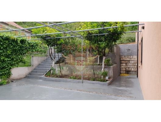 Panoramic 3-storey House in Podi, buy home in Montenegro, buy villa in Herceg Novi, villa near the sea Baosici