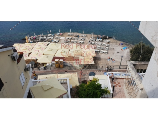 View spacious 1 bedroom apartment with an area of 80 m2 is located in the center of Herceg Novi, Montenegro, 20 meters from the famous beach Zaba, Topla district.