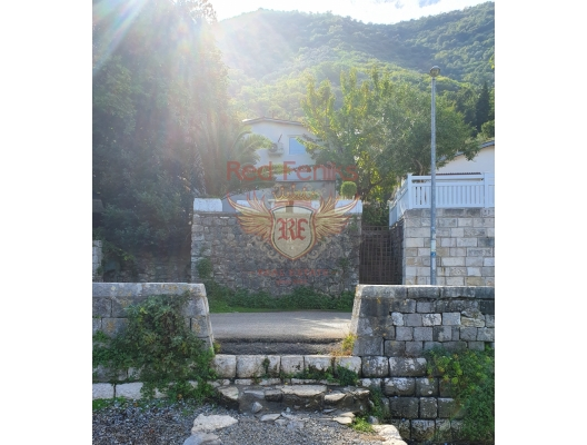 Stoliv'taki ön cephe evi, Karadağ da satılık havuzlu villa, Karadağ da satılık deniz manzaralı villa, Dobrota satılık müstakil ev