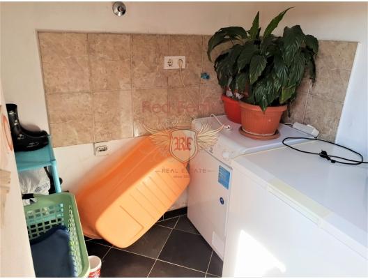 Tivat deniz manzaralı evin yarısı, Karadağ da satılık havuzlu villa, Karadağ da satılık deniz manzaralı villa, Bigova satılık müstakil ev