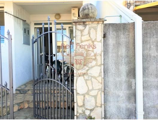 Lustica yarımadasında deniz kenarında üç stüdyo, Karadağ da satılık ev, Montenegro da satılık ev, Karadağ da satılık emlak