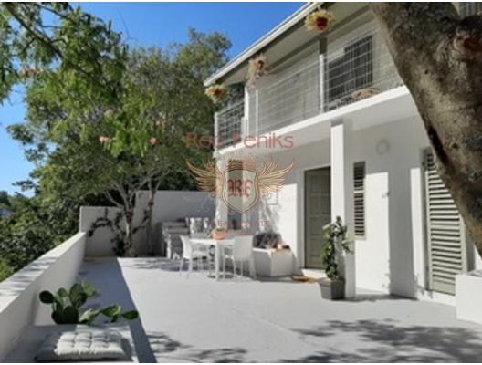 Havuzlu Özel Villa, Karadağ da satılık havuzlu villa, Karadağ da satılık deniz manzaralı villa, Krasici satılık müstakil ev