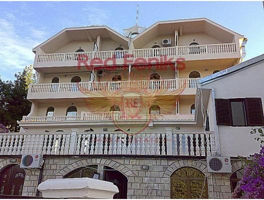 Karadağ da Denize Sıfır satılık ev.