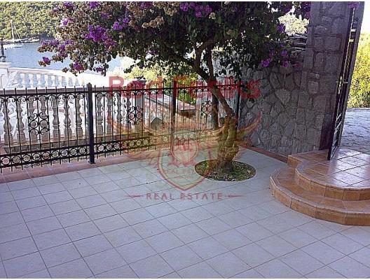 SATILDI ! Bigova'da Denize Sıfır Daire, Karadağ da satılık ev, Montenegro da satılık ev, Karadağ da satılık emlak