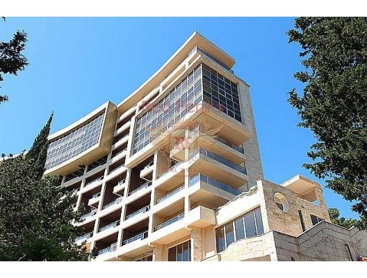 Otel satılık Budva, Karadağ İlk satırda Becici'de premium komplekste iki katlı daire.