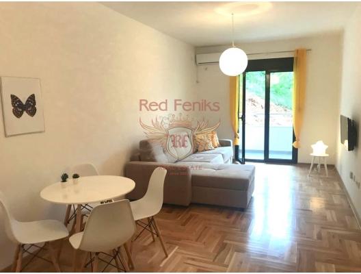 Becici'de bir yatak odalı, tamamen yeni mobilyalı daire.