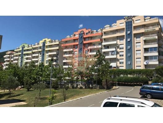 Budva'da yeni bir binada satılık güzel daire.