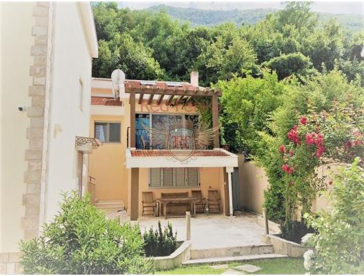Sea View Vila on the beach frontline, house near the sea Montenegro