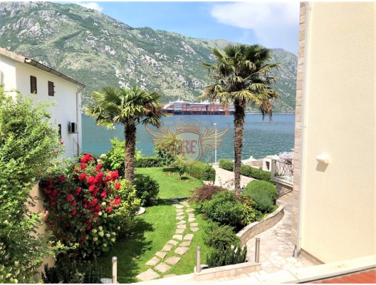 Sea View Vila on the beach frontline, Montenegro real estate, property in Montenegro, Kotor-Bay house sale