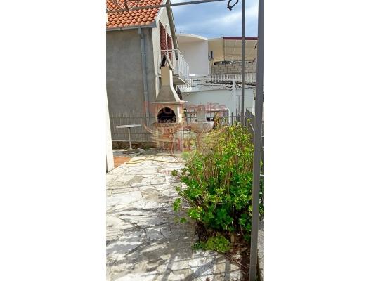 Markovici'de iki katlı ev, Karadağ satılık ev, Karadağ satılık müstakil ev, Karadağ Ev Fiyatları