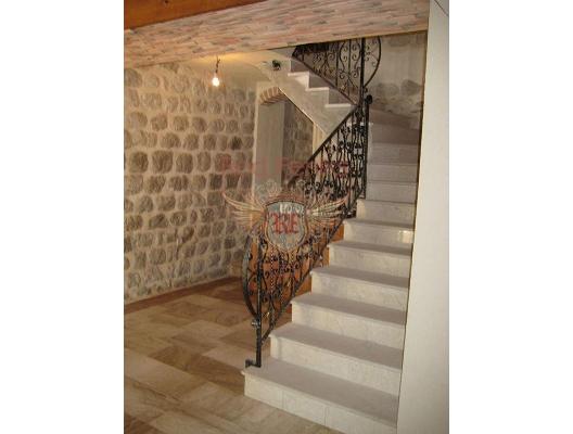 Hotel in Prcanj, buy home in Montenegro, buy villa in Kotor-Bay, villa near the sea Dobrota