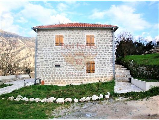 Panoramik deniz manzaralı ve Boka Kotorska Körfezi'nde büyük bir arsaya sahip ev., Karadağ Villa Fiyatları Karadağ da satılık ev, Montenegro da satılık ev, Karadağ satılık villa