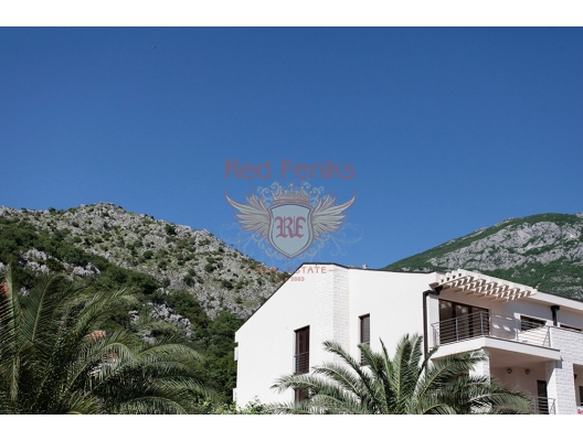 Villa Prima is located on the coast of the Bay of Kotor, the largest of the southern fjord in Europe, next to a beach, in the ancient and peaceful town of Risan with developed infrastructure.