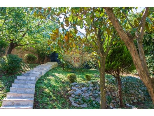 Сharming House in Stoliv, Kotor Bay, Karadağ da satılık havuzlu villa, Karadağ da satılık deniz manzaralı villa, Dobrota satılık müstakil ev
