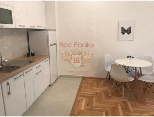 Becici'de yeni bir konut kompleksinde tek yatak odalı daire.