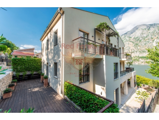 Modern New Villa On The First Line Of The Sea in Muo Kotor, house near the sea Montenegro