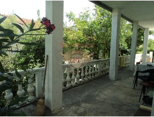 Krasici'de ev, Karadağ da satılık havuzlu villa, Karadağ da satılık deniz manzaralı villa, Krasici satılık müstakil ev