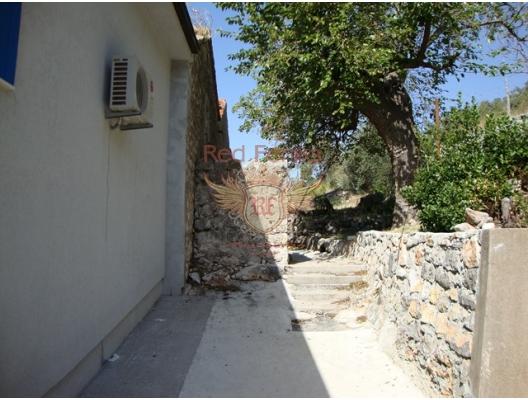 Rezevici'de Ev, Karadağ da satılık havuzlu villa, Karadağ da satılık deniz manzaralı villa, Becici satılık müstakil ev
