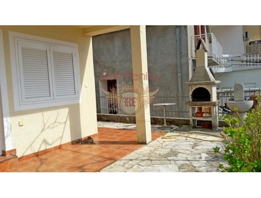 Markovici'de iki katlı ev, Karadağ da satılık havuzlu villa, Karadağ da satılık deniz manzaralı villa, Becici satılık müstakil ev