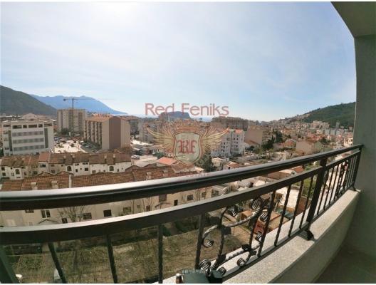 Budva'da yeni binada satılık panoramik daire Daire 3d katta yer almaktadır.