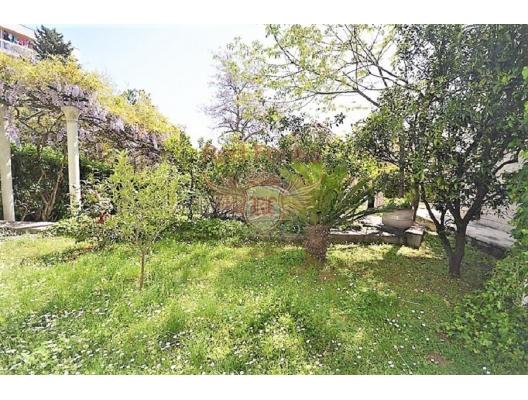 Herceg Novi'de deniz kıyısına yakın ev, Herceg Novi satılık müstakil ev, Herceg Novi satılık müstakil ev