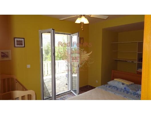 Boka koyunda deniz manzaralı ev, Karadağ satılık ev, Karadağ satılık müstakil ev, Karadağ Ev Fiyatları